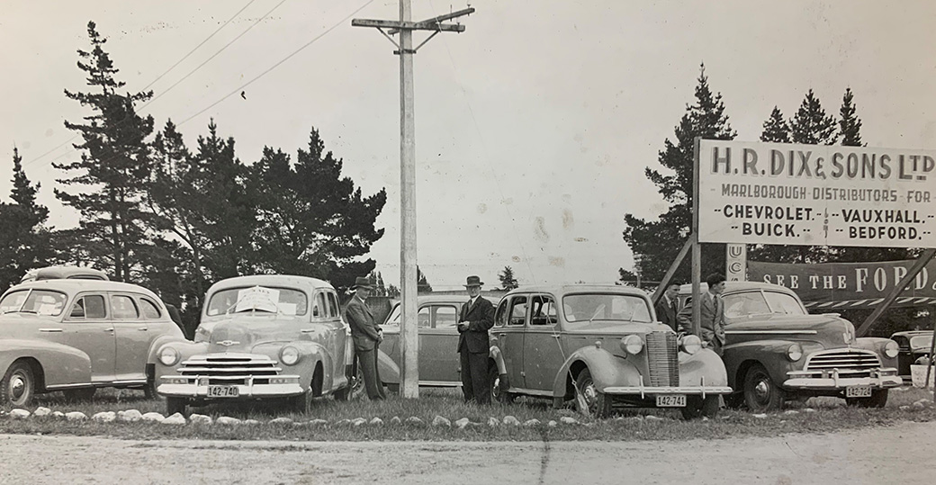 Historic Image - HR Dix & Sons car yard